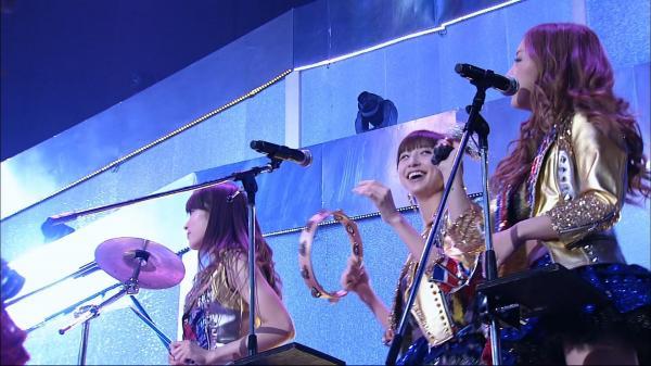 [TV-SHOW] AKB48 – Heavy Rotation + GIVE ME Five – Fully Live with instruments – Maeda Atsuko Namida no Sotsugyo Sengen! in Saitama Super Arena (2012.03.25) (BDRIP)